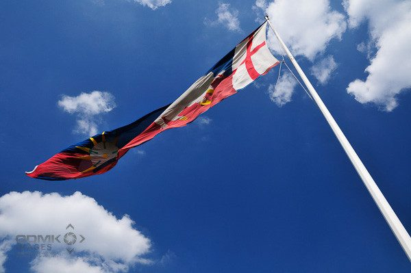 Richard IIIs house colours flying above the Battle of Bosworth Visitor centre