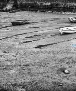 Black and White photo of 3 dinghies at low tide on the River Teign near Shaldon