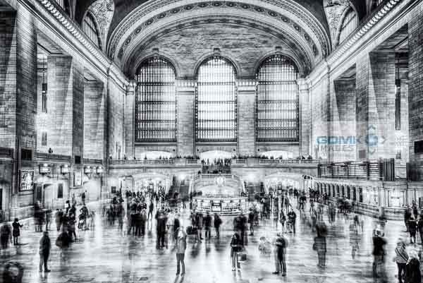 New York Grand Central Station concourse in black and white