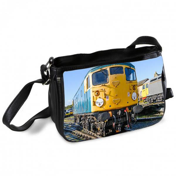 Class 26 26007 Messenger Bag