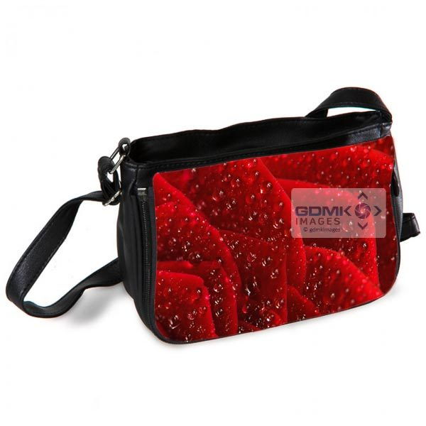 Water droplets on rose petals Messenger Bag