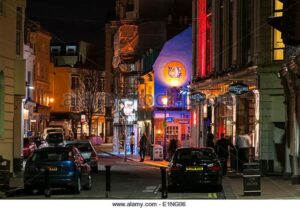 looking-down-a-brighton-street-at-night-E1NG06